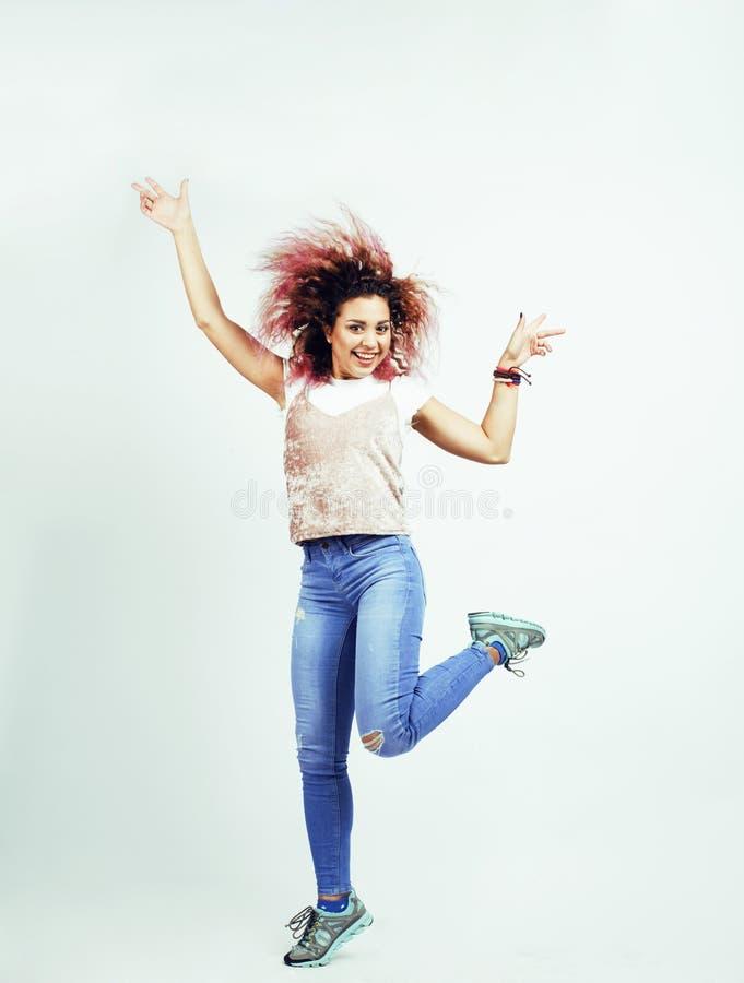 Ung lycklig le latin - amerikanskt emotionellt posera för tonårs- flicka arkivfoton