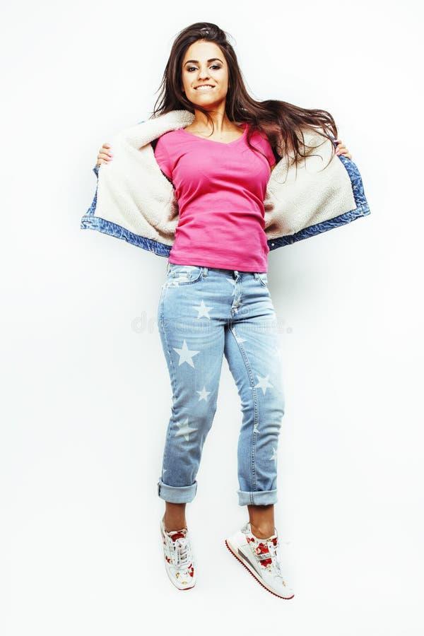Ung lycklig le latin - jumpin för tonårs- flicka för amerikan emotionell royaltyfria bilder