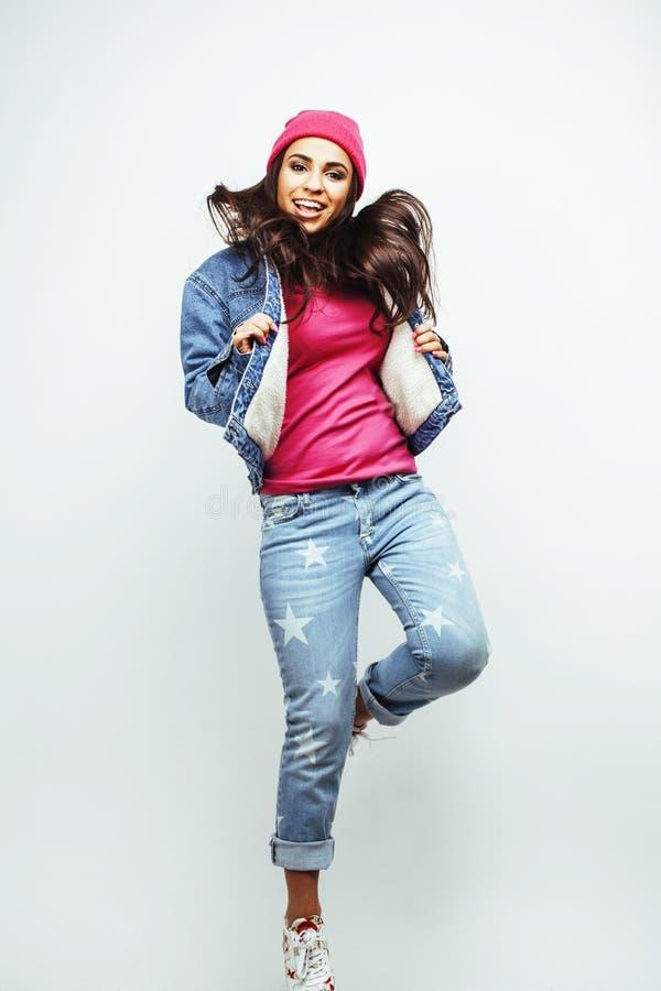 Ung lycklig le latin - jumpin för tonårs- flicka för amerikan emotionell arkivbilder