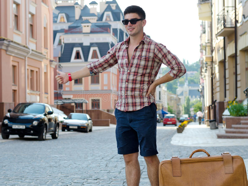 Ung male hitchhiker royaltyfri bild