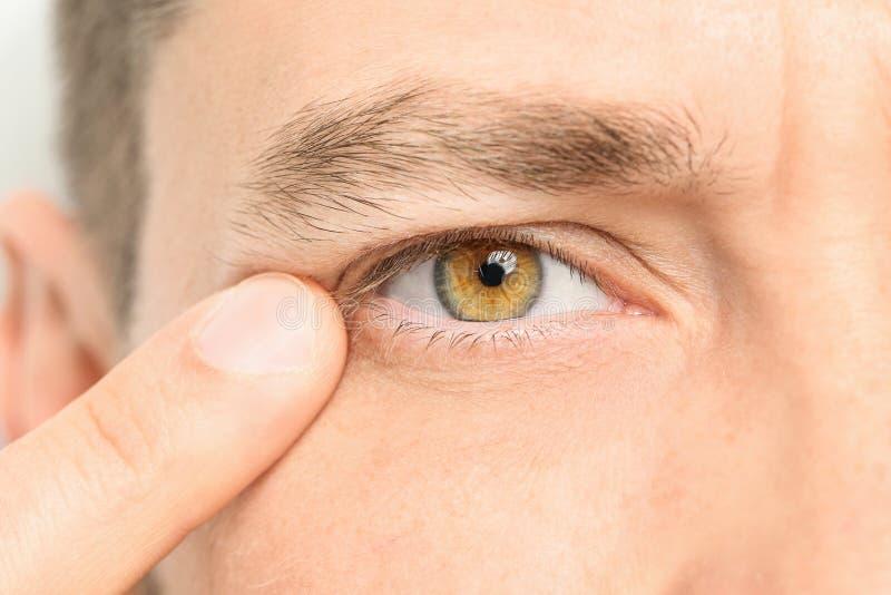 Ung man, closeup av ögat fotografering för bildbyråer