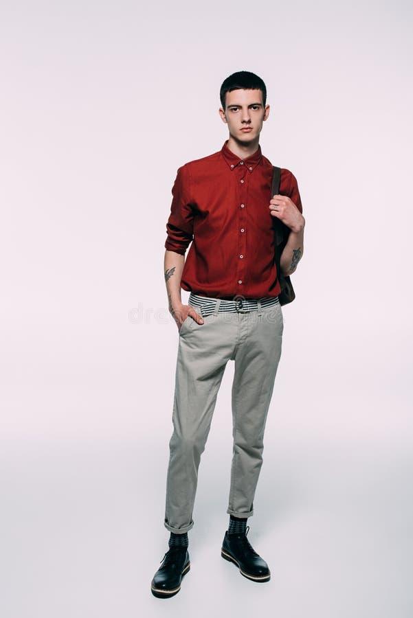 Ung man för Hipster i röd skjorta arkivbilder