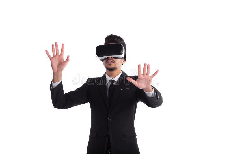 Ung man i dräkt och exponeringsglas som 3d isoleras på vit bakgrund royaltyfri foto