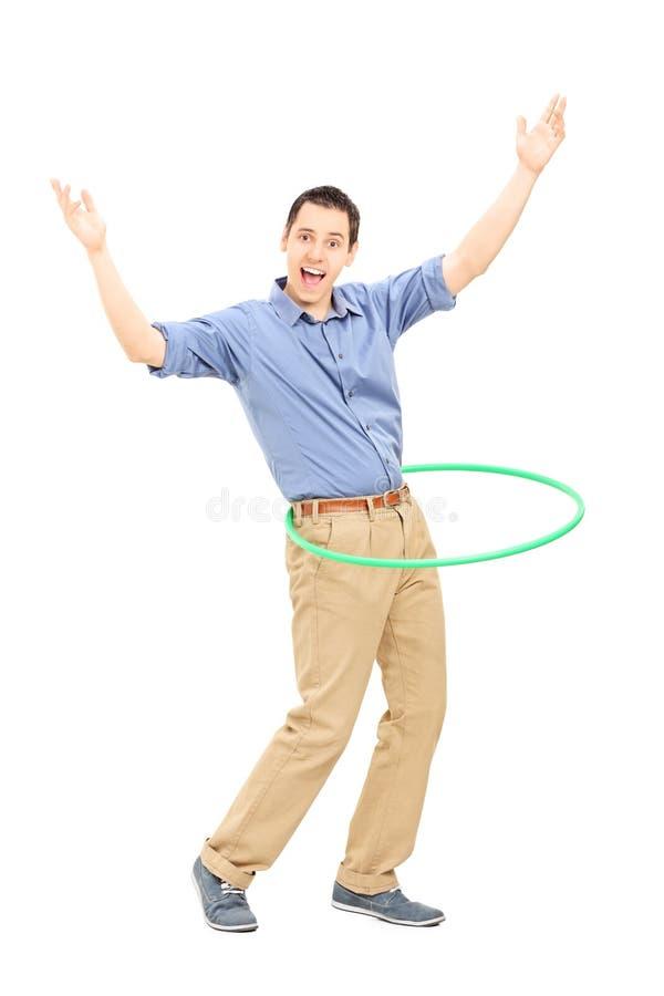 Ung man som övar med hulabeslaget royaltyfri bild