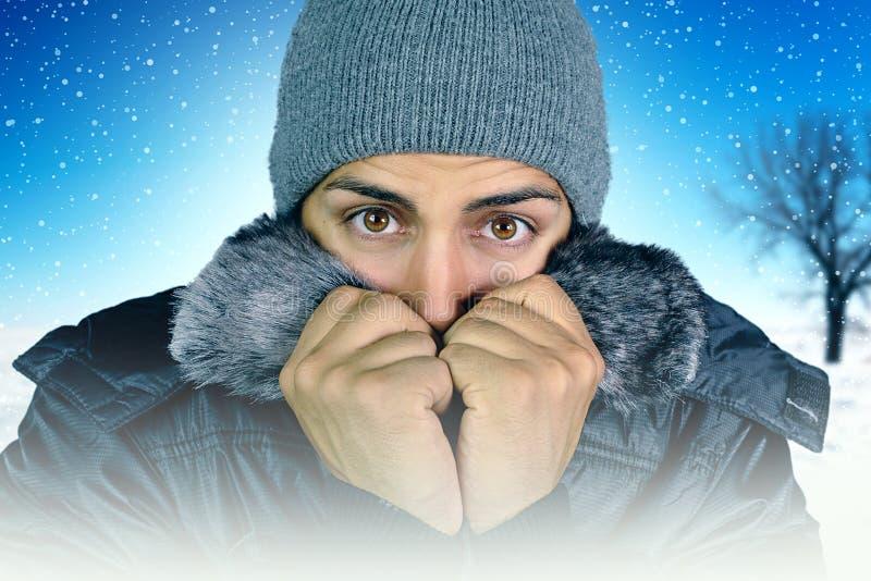 Ung man som klagar om förkylningen royaltyfria foton