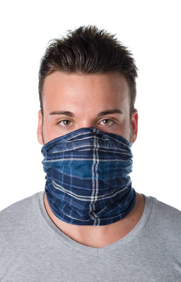 Ung man som maskeras som rånare eller bandit fotografering för bildbyråer