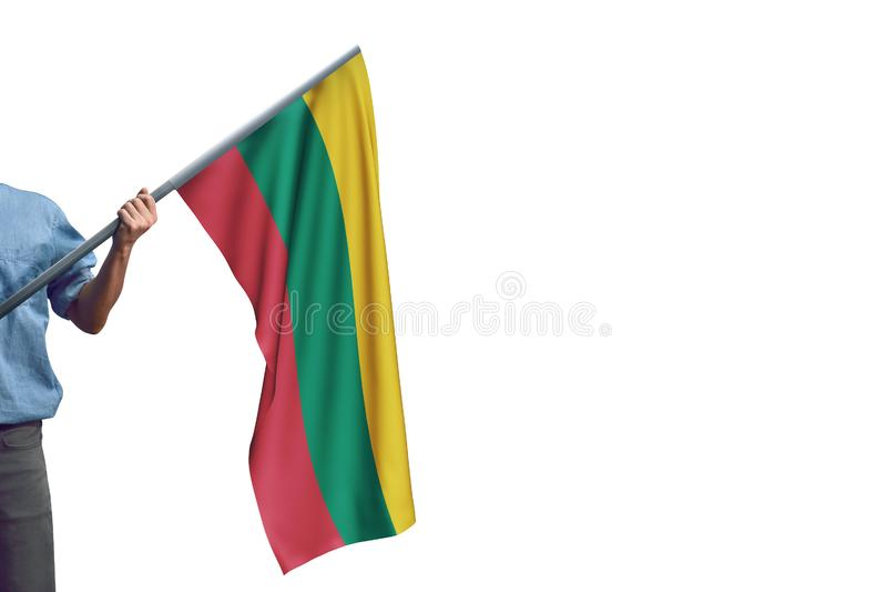 Ung man som rymmer den Litauen flaggan i vit bakgrund arkivfoto