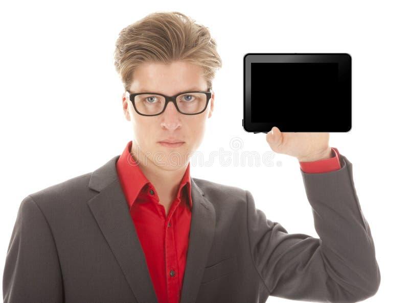 Ung man som rymmer en mini- minnestavla isolerad arkivfoton