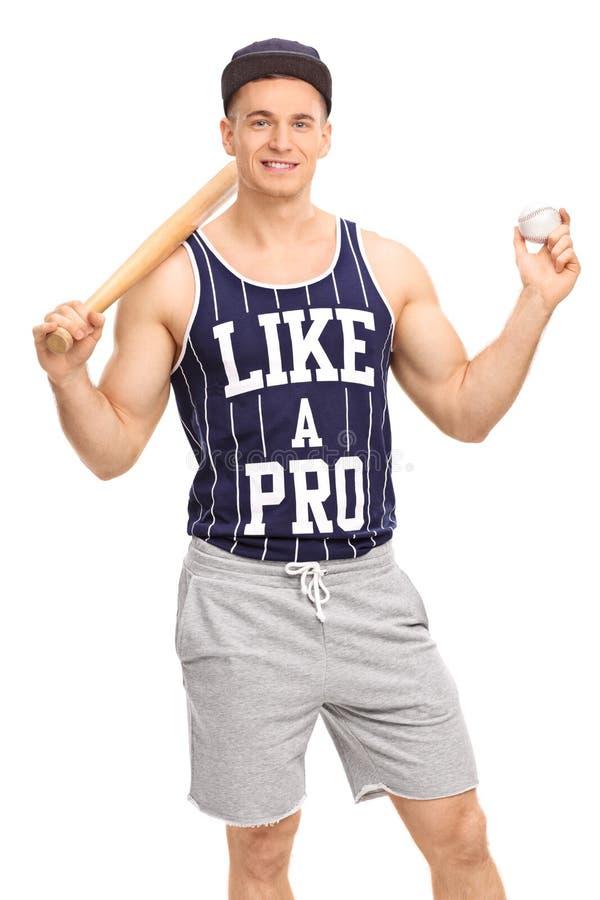 Ung man som rymmer ett baseballslagträ och en boll arkivfoton