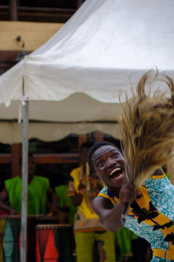 Ung manlig dansare Ghana arkivbilder