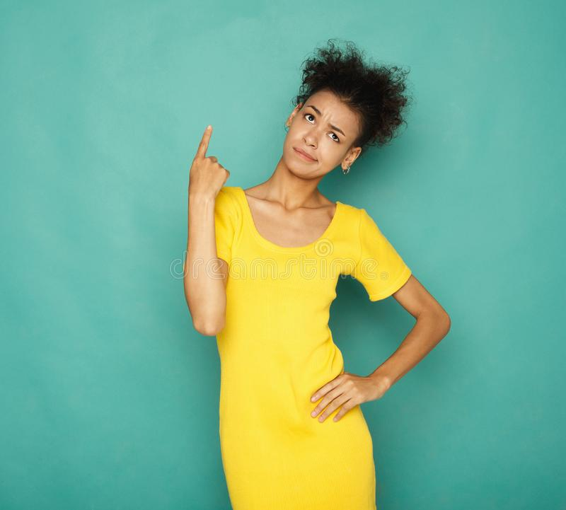 Ung misstrogen afrikansk amerikankvinnapunkt upp arkivfoto