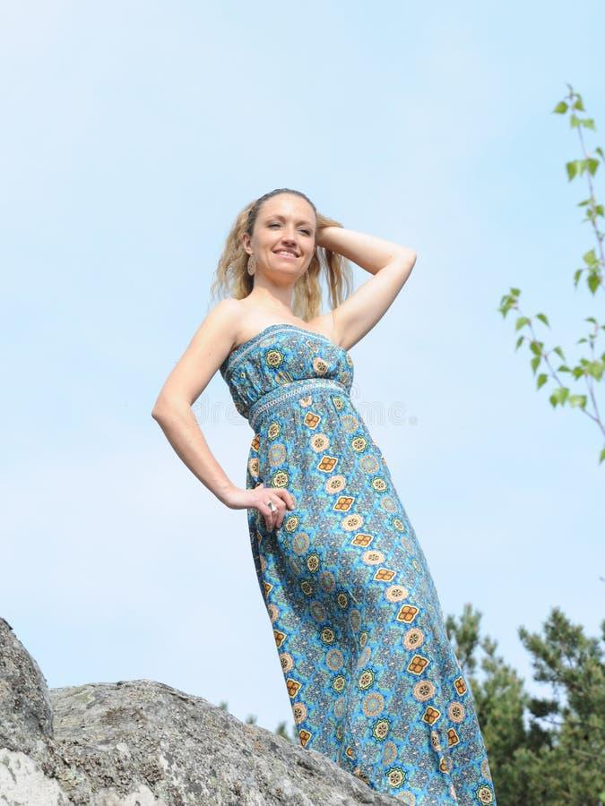 Ung musikerkvinna royaltyfri bild