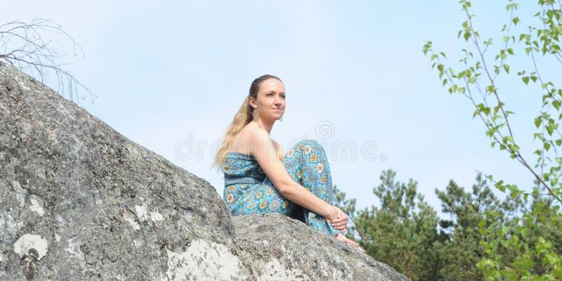 Ung musikerkvinna arkivbild
