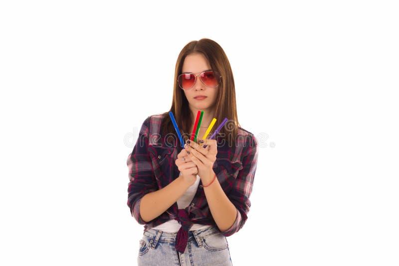 Ung nätt kvinna med markörer som isoleras arkivfoton