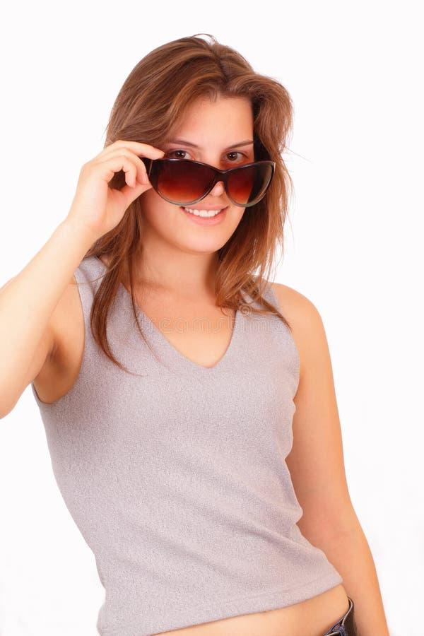 ung nätt solglasögon för flicka arkivbild