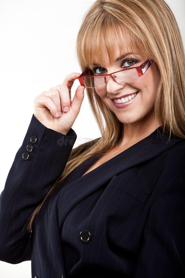 Ung och härlig blond caucasian affärskvinna royaltyfri foto