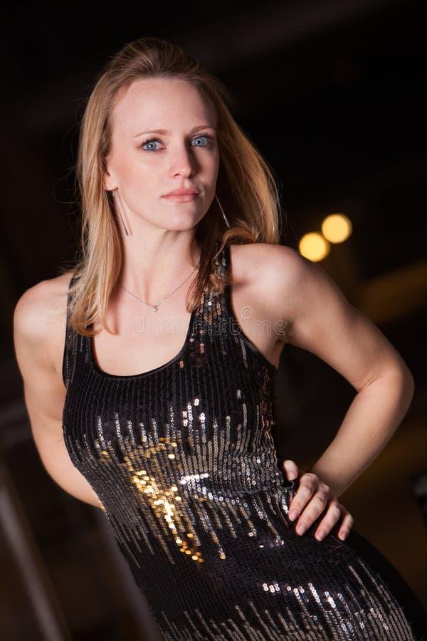 Ung och härlig blond caucasian affärskvinna arkivbilder