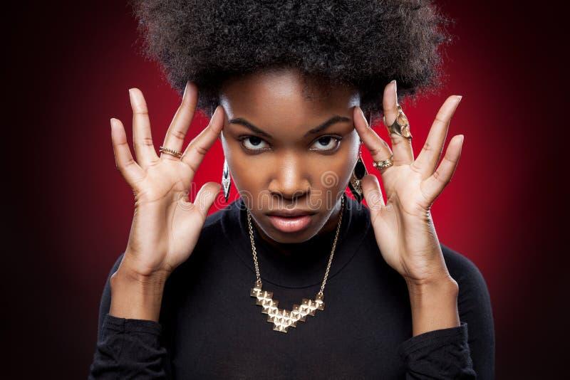 Ung och härlig svart kvinna royaltyfria foton