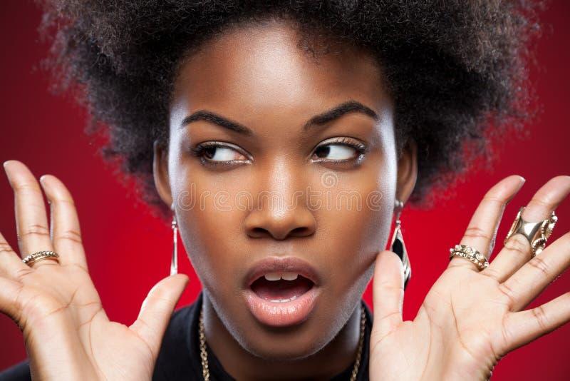 Ung och härlig svart kvinna arkivbilder