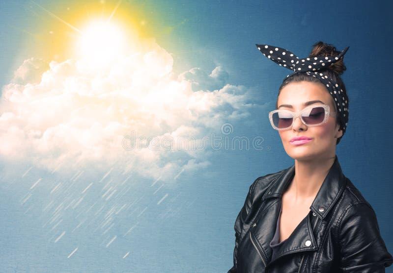 Download Ung Person Som Ser Med Solglasögon På Moln Och Solen Fotografering för Bildbyråer - Bild av härlig, mode: 78732205