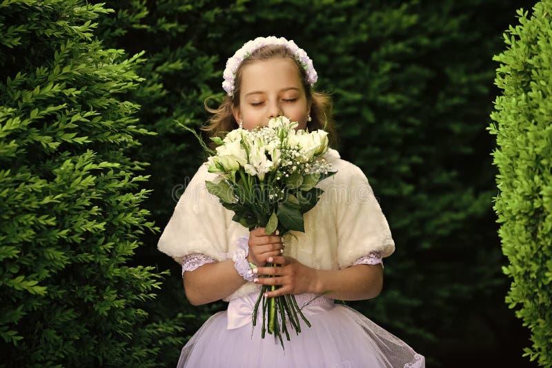 Ung princess Gifta sig mode, skönhetsalong royaltyfri foto