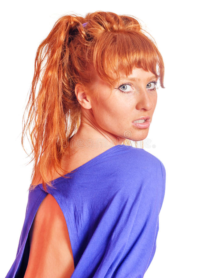 Ung redheadkvinna royaltyfria foton