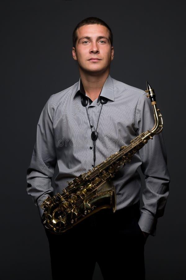 Ung saxofonist royaltyfria foton