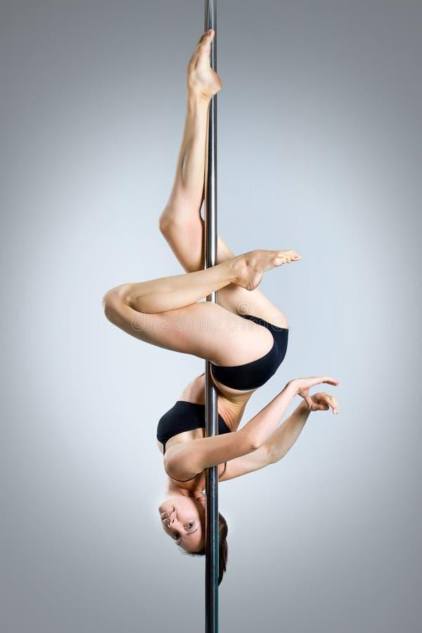 Download Ung Sexig Dans För Kvinnaövningspol Fotografering för Bildbyråer - Bild av diagram, europeiskt: 27279587