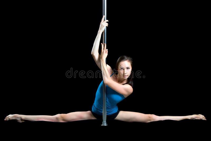 Download Ung Sexig Dans För Kvinnaövningspol Fotografering för Bildbyråer - Bild av caucasian, sport: 27279597