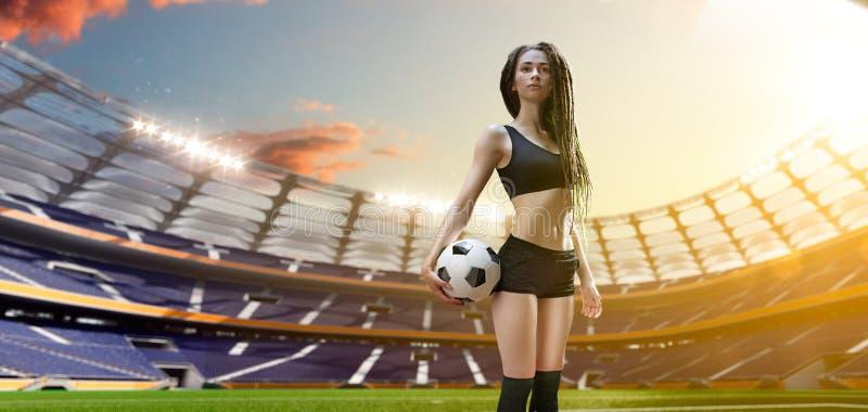 Ung sexig kvinnaspelare i fotbollstadion royaltyfri illustrationer