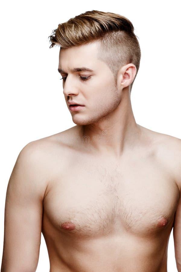 Ung shirtless man som isoleras på vit royaltyfri foto