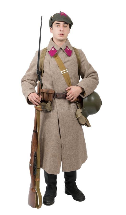 Ung sovjetisk soldat med vinterlikformign på den vita backgrounen royaltyfri fotografi