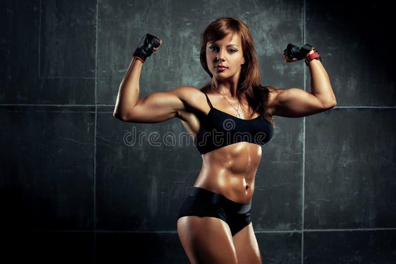 Ung sportkvinna royaltyfri bild