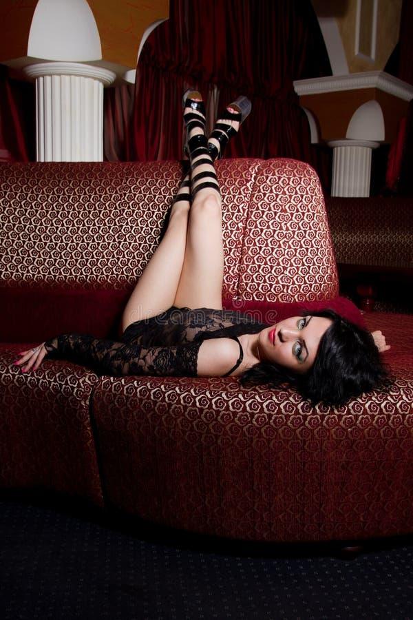 Ung strippa i nattklubben royaltyfria bilder