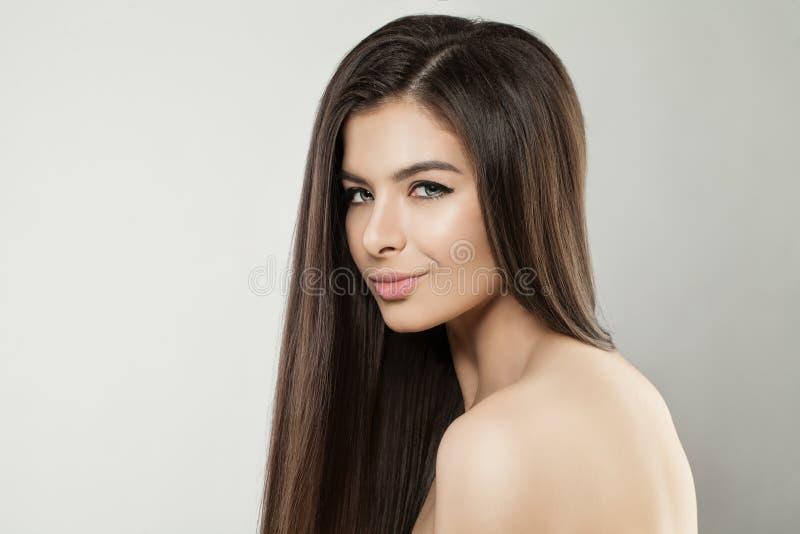 Ung sund kvinnaframsida Härligt modellslut upp royaltyfri fotografi