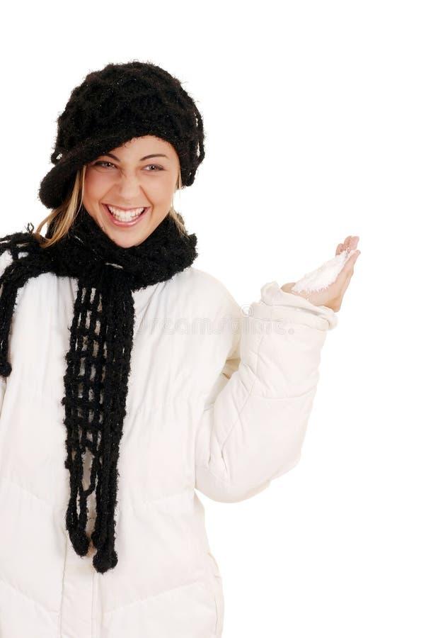 Ung teen flicka som är klar att kasta snow royaltyfria bilder