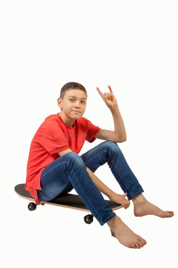 Ung tonårs- pojke som isoleras på vit arkivfoton