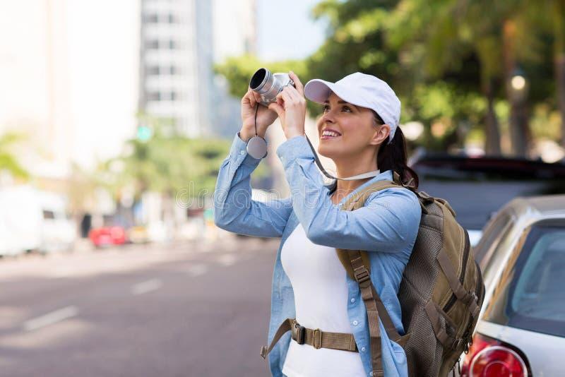 Ung turist- gata royaltyfria bilder