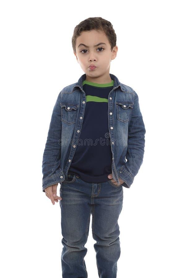 Ung tvivelaktigt pojke royaltyfri bild