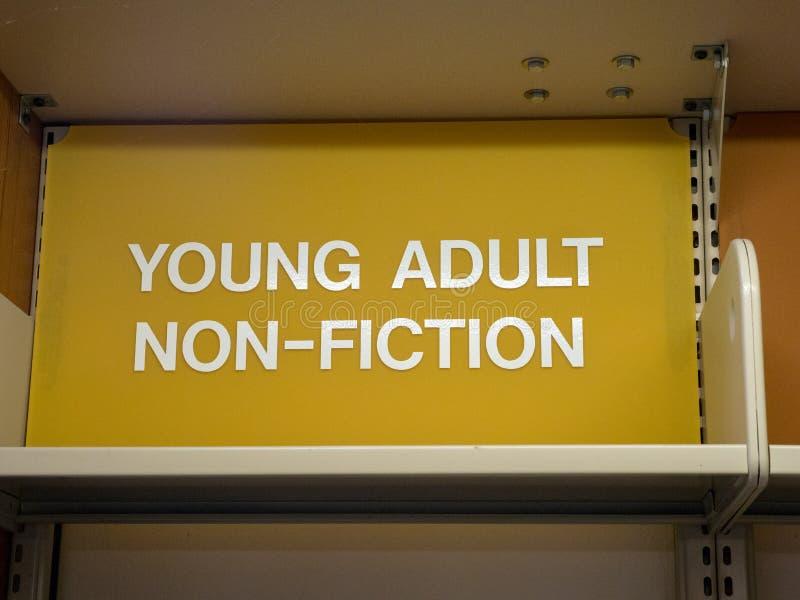 Ung vuxen människa, icke-fiktion teckenöverkant av arkivhyllan royaltyfri foto