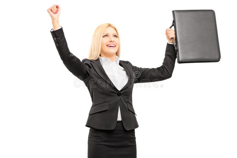 Ung yrkesmässig kvinna med portföljen som gör en gest lycka royaltyfria foton