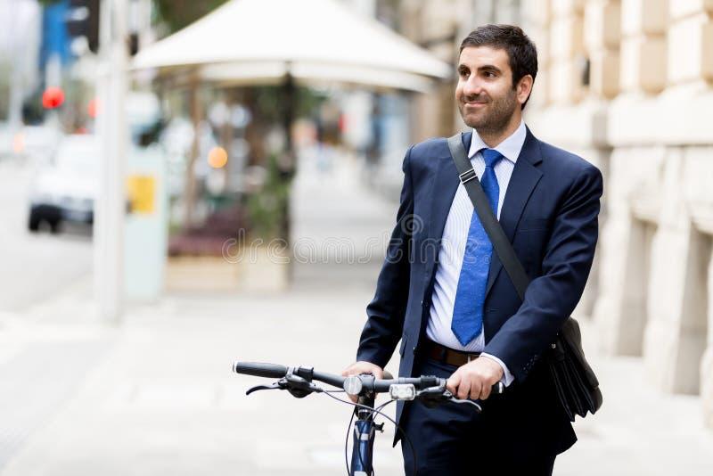 Download Unga Affärsmän Med En Cykel Fotografering för Bildbyråer - Bild av gata, väg: 78732423