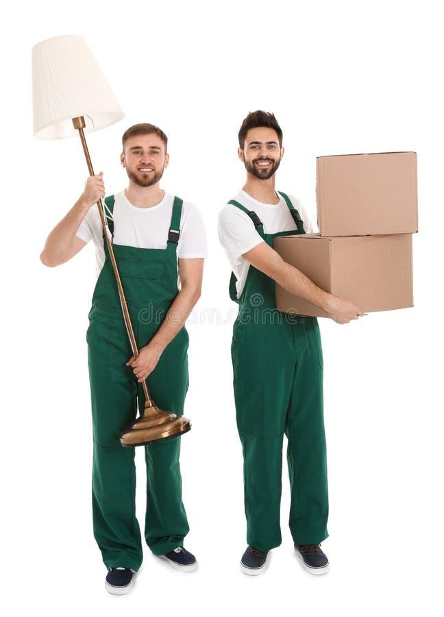 Unga arbetare som bär material som isoleras på vit service royaltyfria foton