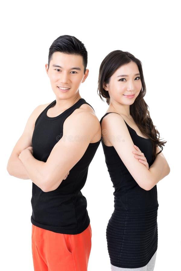 Unga asiatiska sportpar royaltyfri bild