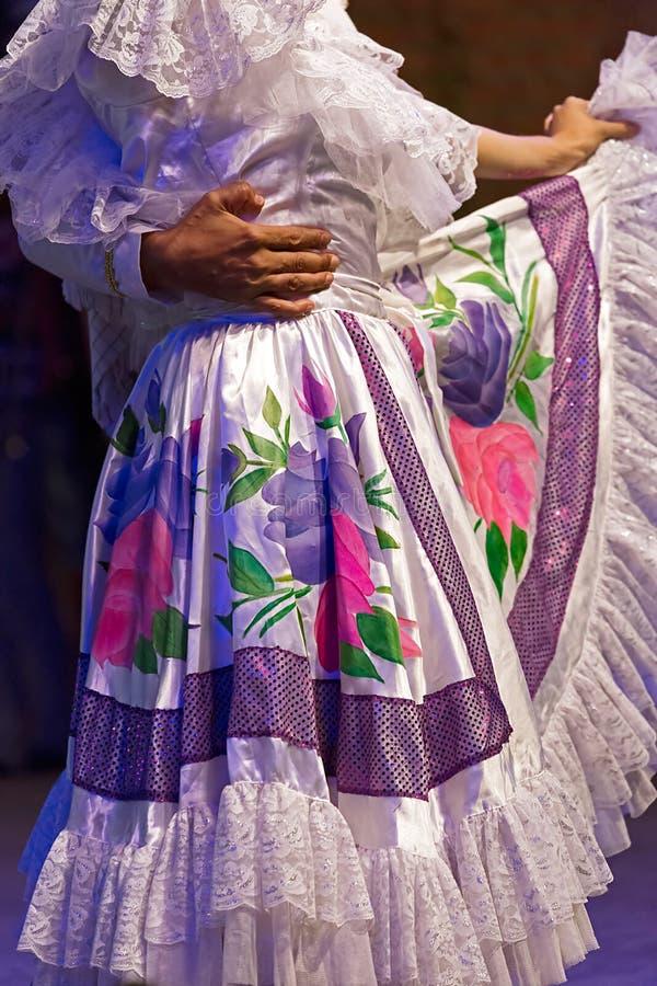 Download Unga Dansare Från Colombia I Traditionell Dräkt Fotografering för Bildbyråer - Bild av folk, actinium: 76701527