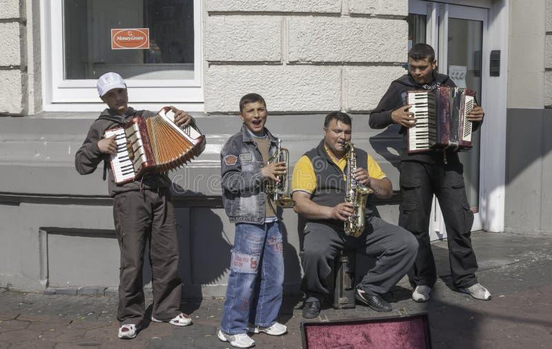 Unga gatamusiker i Amsterdam royaltyfria bilder