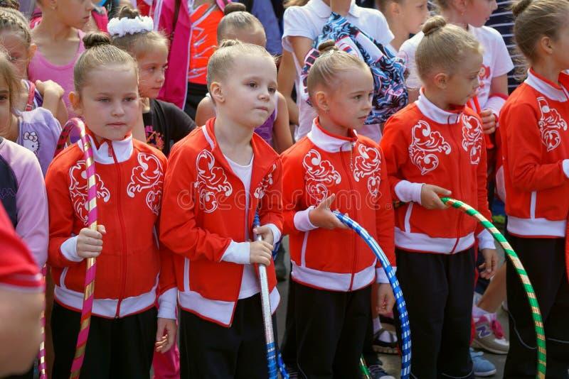 unga gymnaster arkivfoton