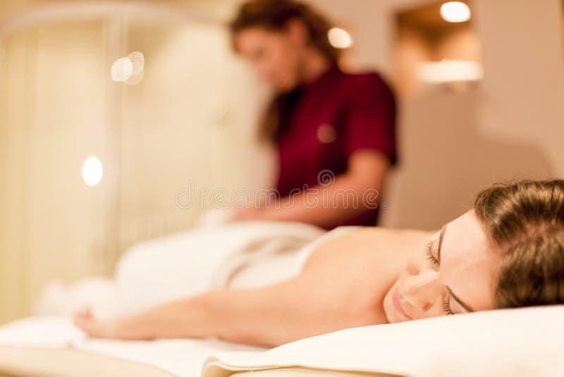 Massage royaltyfria bilder