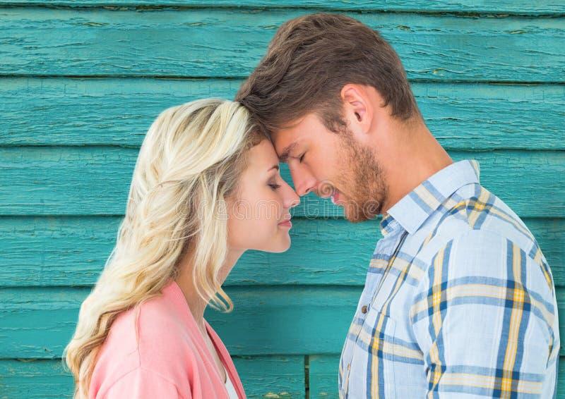 unga lyckliga par med ljus - blå wood bakgrund vektor illustrationer