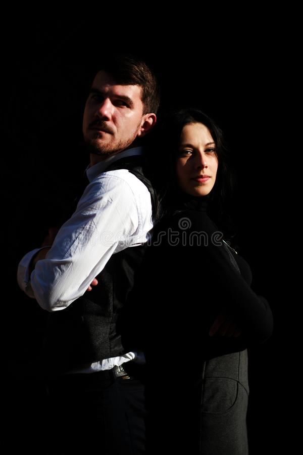 Unga par för stående av skådespelare i klassiska stilkläder arkivfoton